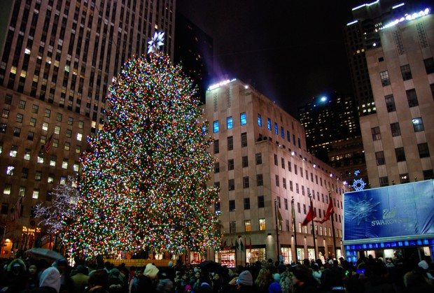 christmas tree at rockefeller center new york city