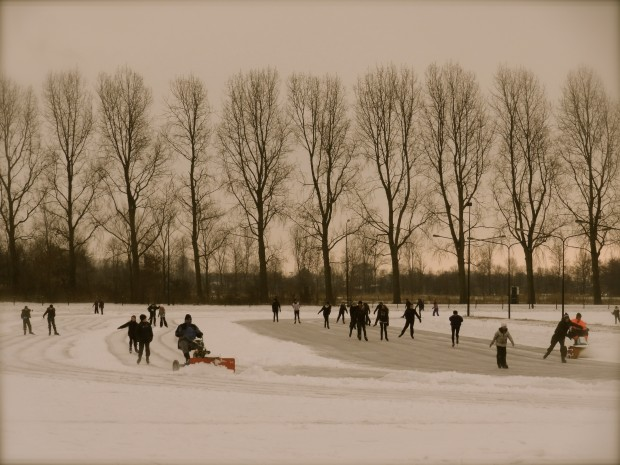 Iceskating in the Netherlands elfstedentocht Friesland 1